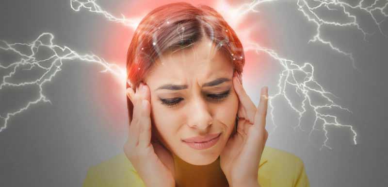Femme souffrant de migraine sévère